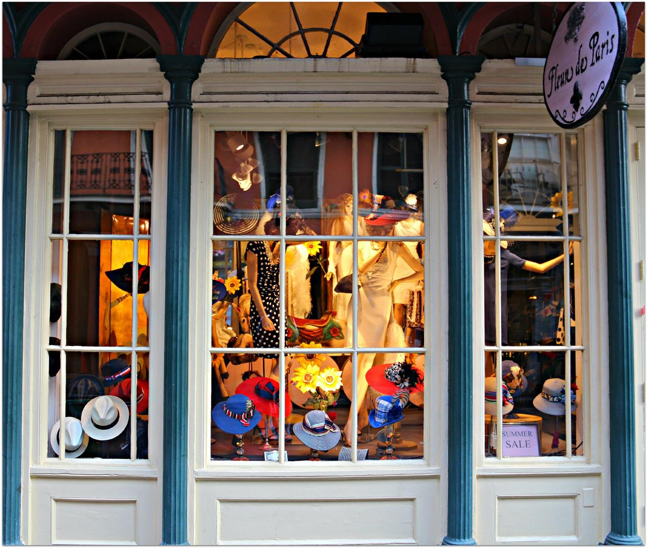 WindowingShoppingFrenchQuarter1.jpg